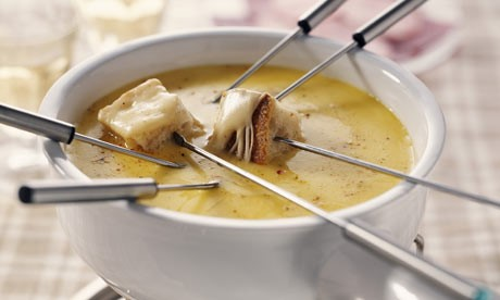 http://blog.hickoryfarms.com/wp-content/uploads/2014/02/Cheese-fondue-002.jpg