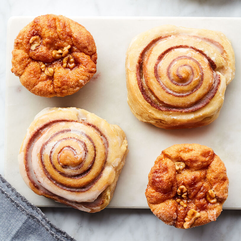 This gift includes two Cinnamon Buns and two Cinnamon Pull-Apart Rolls.