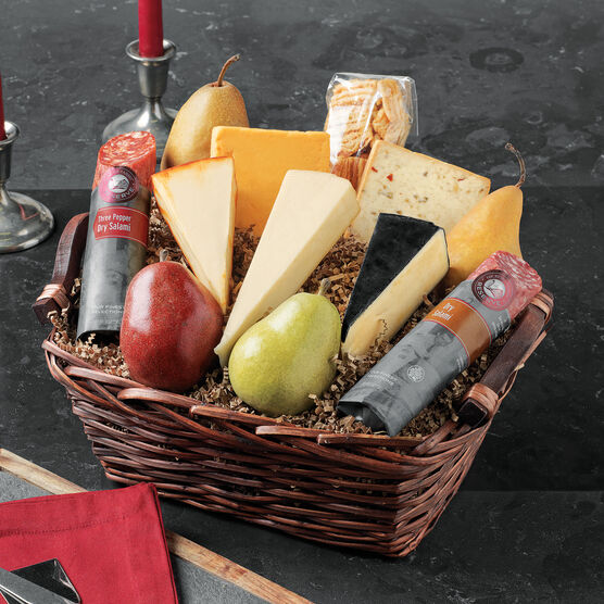 Hickory Farms Reserve Epicurian Entertainer Basket