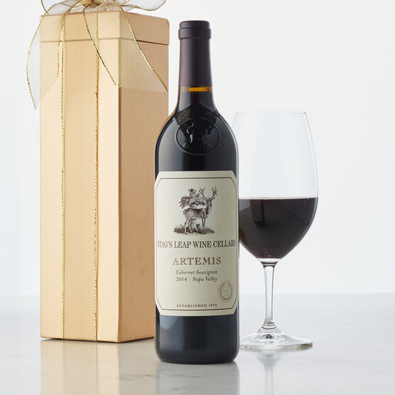 Artemis Cabernet Sauvignon opens with intriguing plum, ripe figand allspice aromas. On the palate, the wine offers flavors of ripe blackberry, chocolate-covered cherry, and hints of cedar.