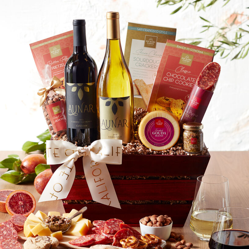 This wine gift basket is filled with gourmet flavors from the West Coast paired with Hickory Farms favorites.