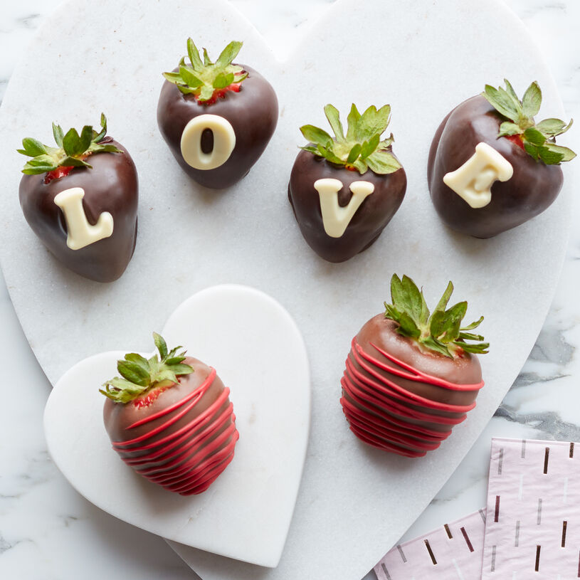 The best Valentines's Day Chocolate Covered Strawberries