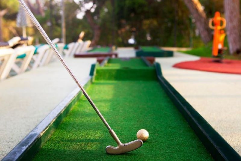 Mini Golf - 10 Things to Do With Dad